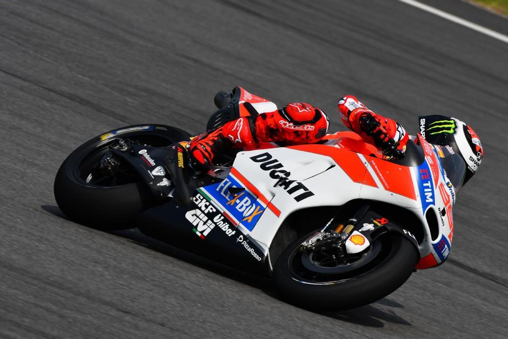 Jorge Lorenzo per la prima volta sulla Ducati dipinta di rosso