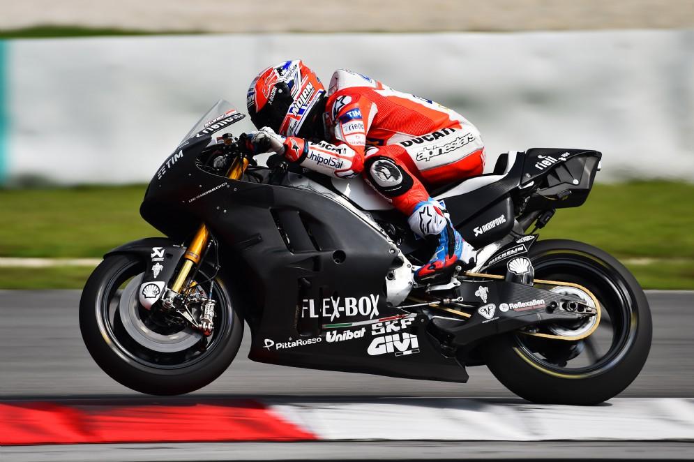 Stoner in pista con la nuova Desmosedici GP17