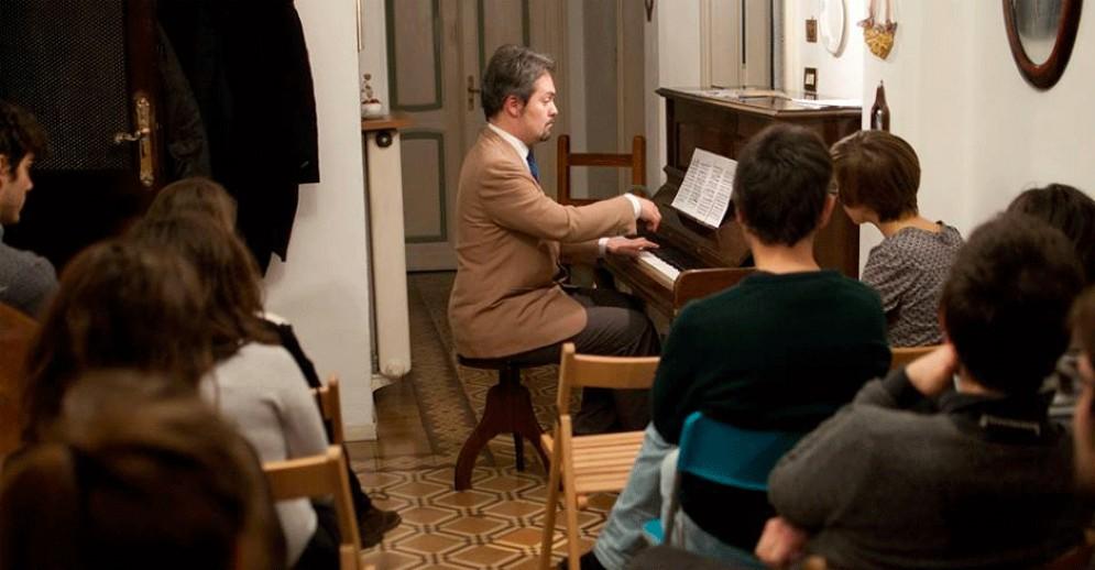 Un momento dell'iniziativa «Adotta un pianista»