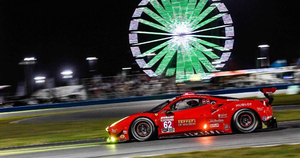 Una delle Ferrari Gran Turismo in azione