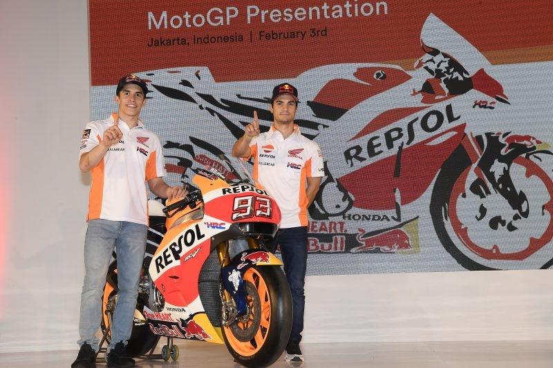 Marquez e Pedrosa sul palco con la Rc213V