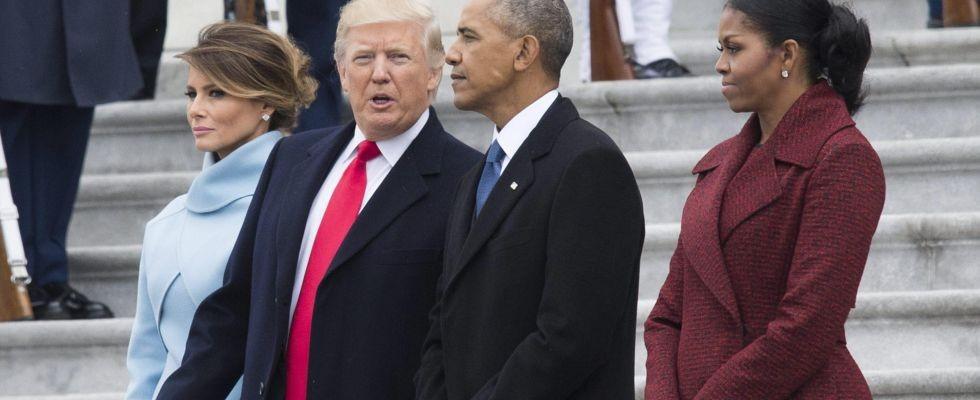 Il presidente uscente Barack Obama e quello entrante Donald Trump con le rispettive consorti al passaggio di consegne a Washington.