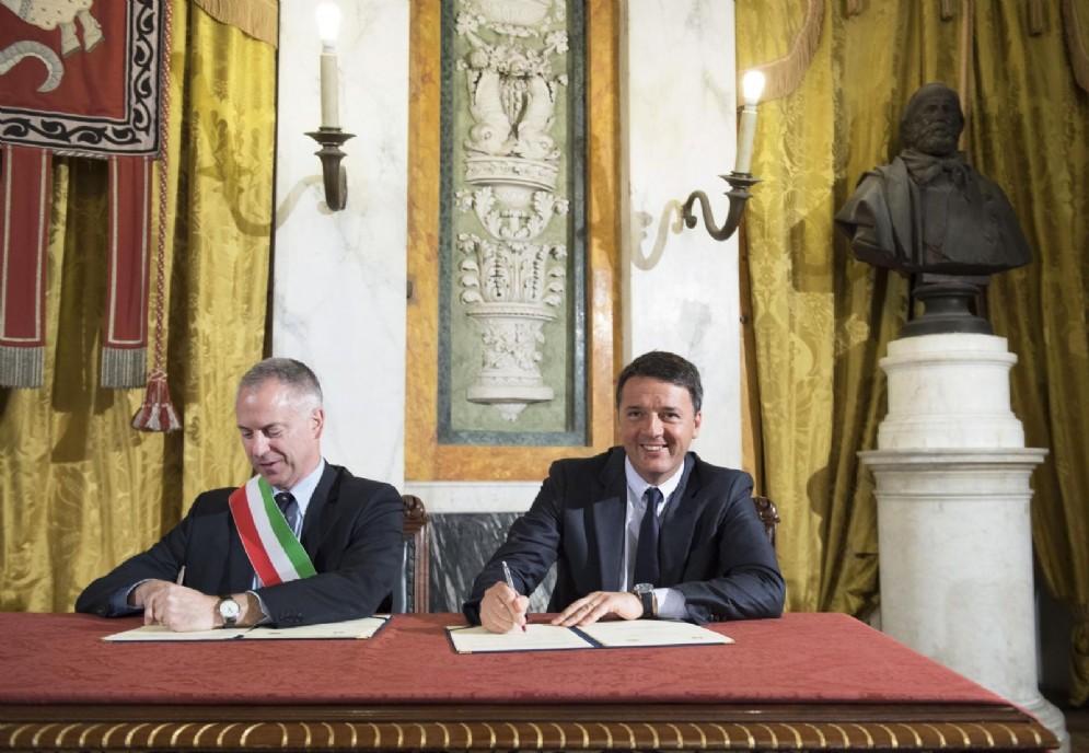 Il sindaco di Genova Marco Doria con l'ex premier Matteo Renzi
