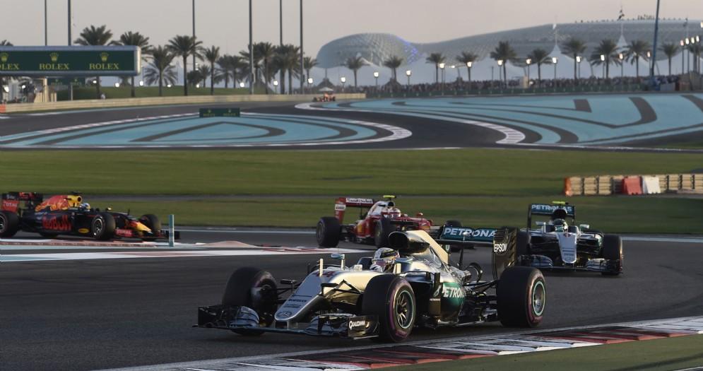 Mercedes, Ferrari e Red Bull in pista