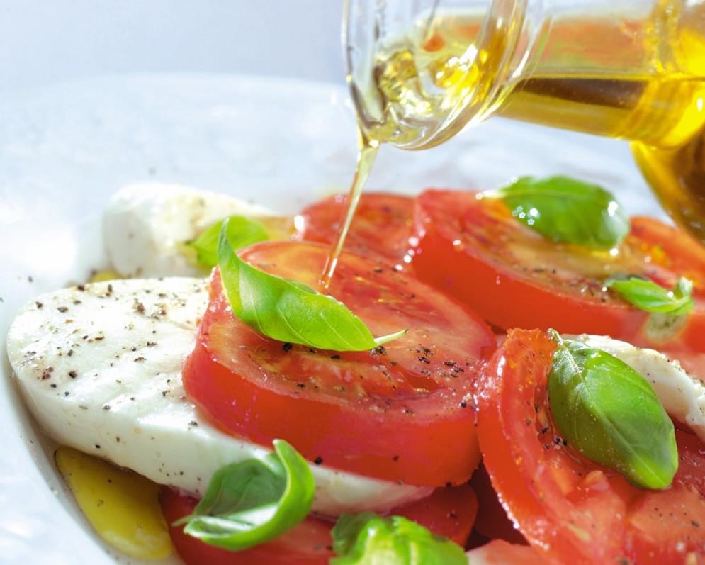 La dieta mediterranea abbinata all'olio d'oliva fa bene al cuore