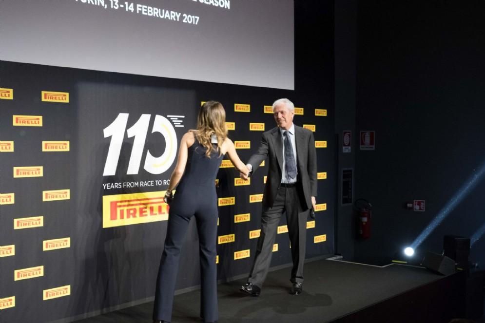 Il presidente della Pirelli sul palco con Federica Masolin