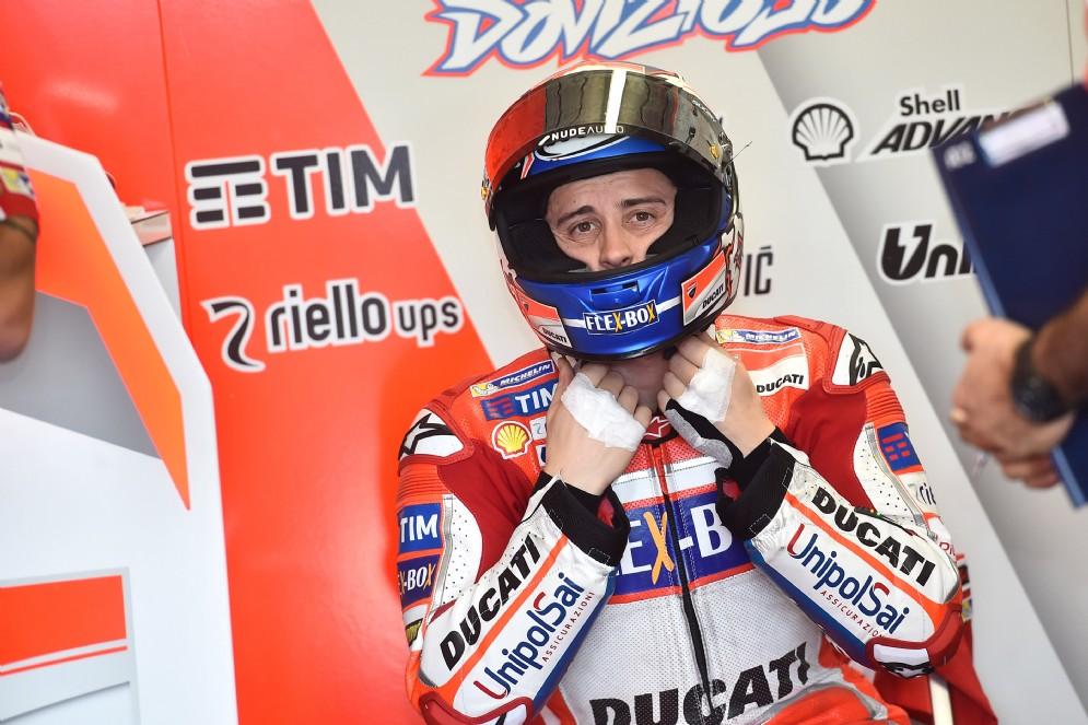 Andrea Dovizioso ai box Ducati