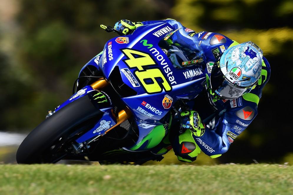 Valentino Rossi segue il suo grande rivale a poco più di un decimo e mezzo