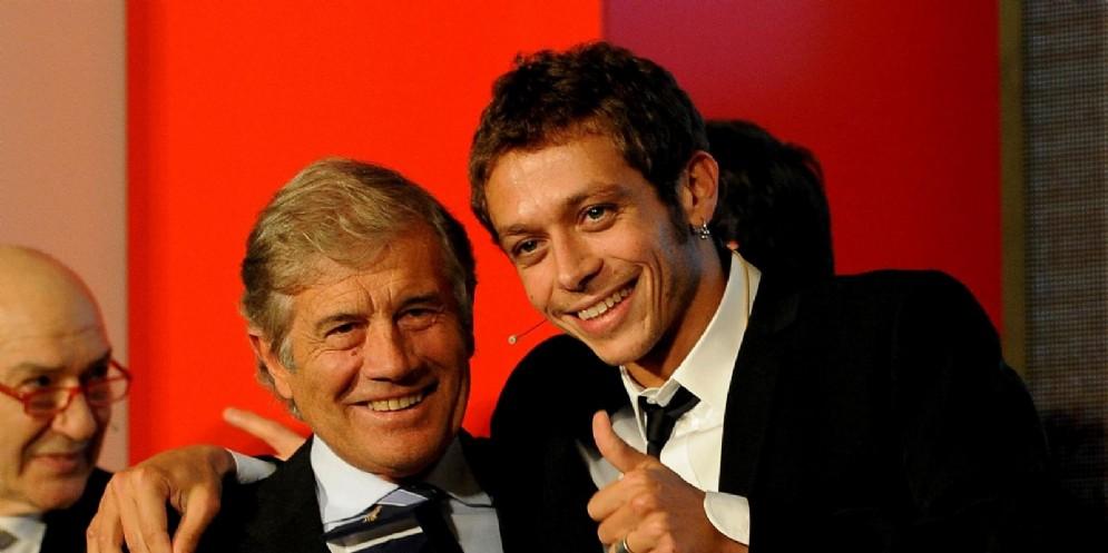 Giacomo Agostini con Valentino Rossi