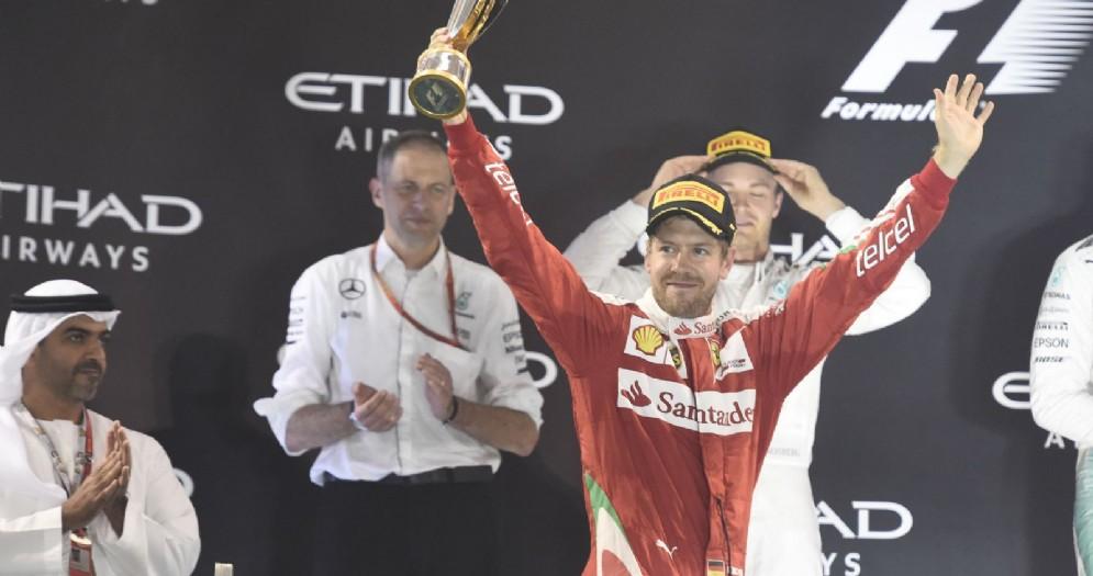 Sebastian Vettel sul podio dell'ultimo GP 2016 ad Abu Dhabi