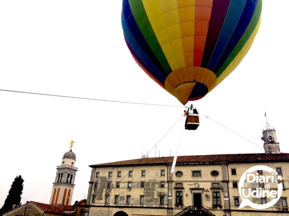 Un volo di energia con la mongolfiera Bluenergy in Castello a Udine (© Diario di Udine)