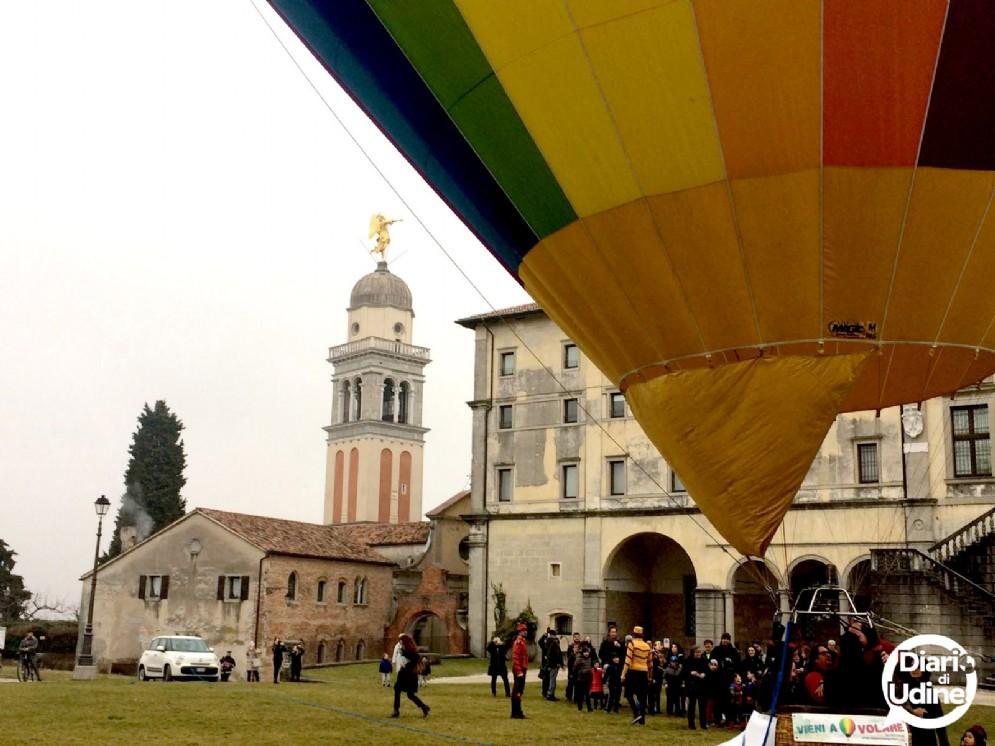 Un volo di energia con la mongolfiera Bluenergy in Castello a Udine