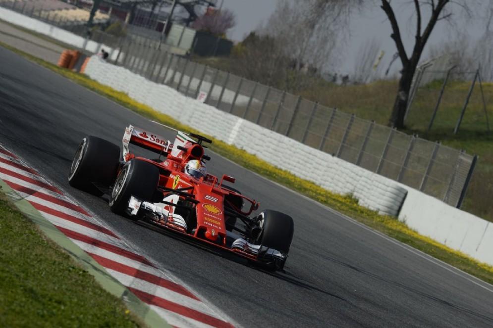 Vettel in azione sulla nuova SF70H nel primo giorno di test a Barcellona