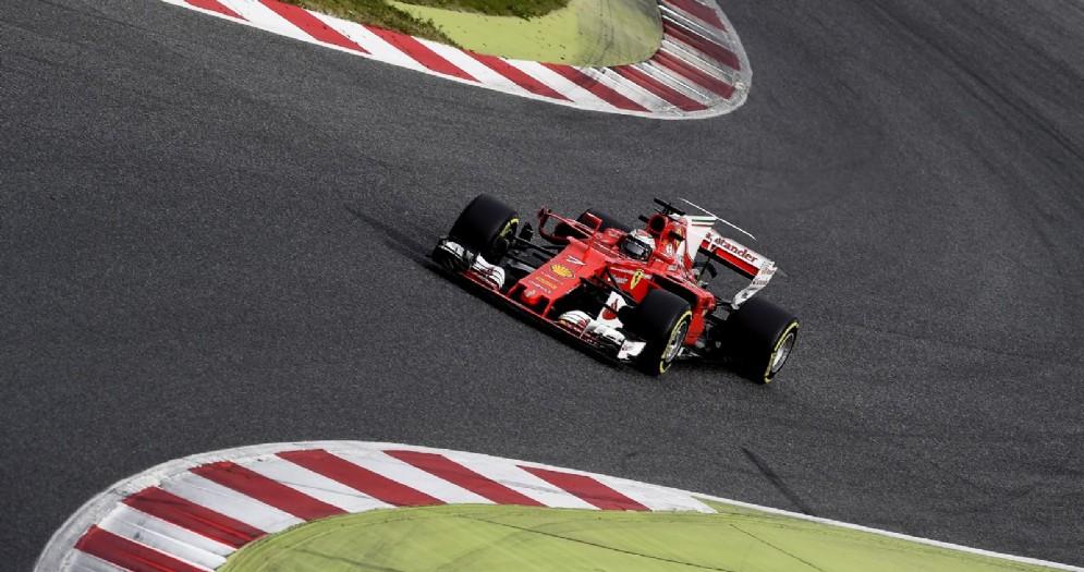 Kimi Raikkonen in azione sulla nuova Ferrari SF70H nel secondo giorno di test a Barcellona