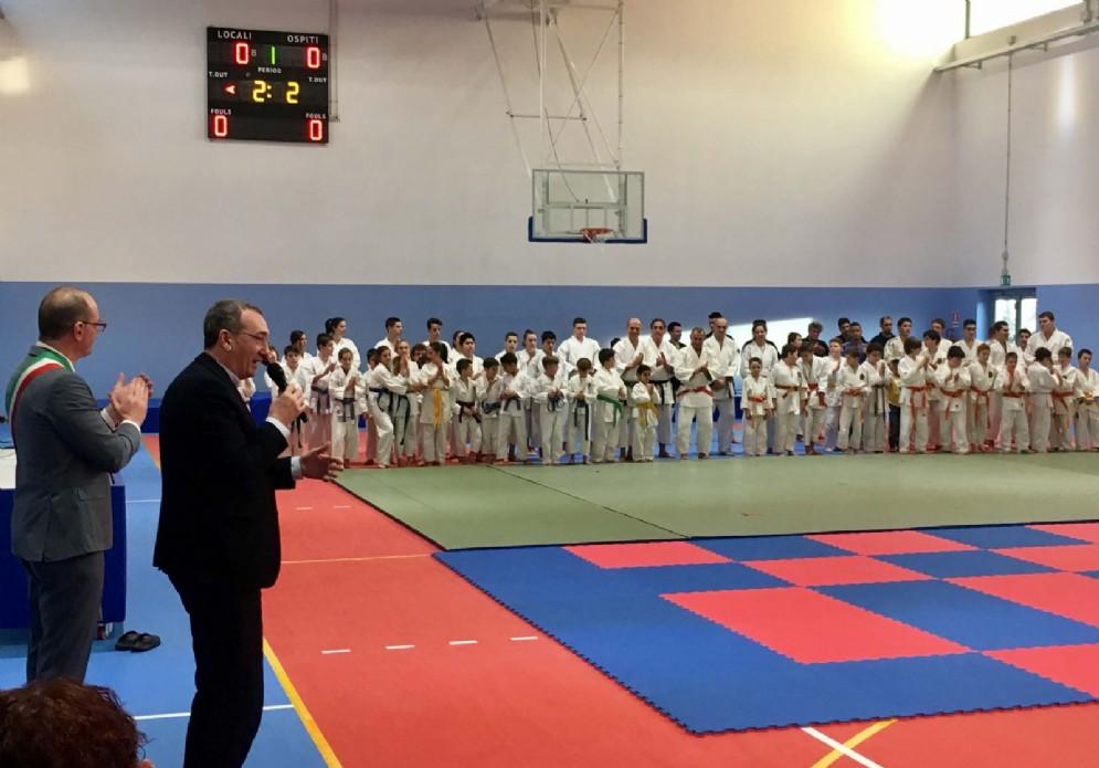 Sergio Bolzonello (Vicepresidente Regione FVG e assessore Attività produttive, Turismo e Cooperazione) e Marco Putto (Sindaco Azzano) all'inaugurazione della nuova palestra scolastico-sportiva