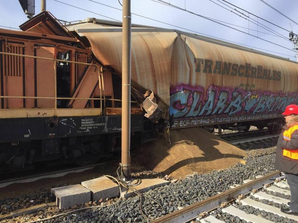Tamponamento ferroviario: coinvolti due convogli, nessun ferito