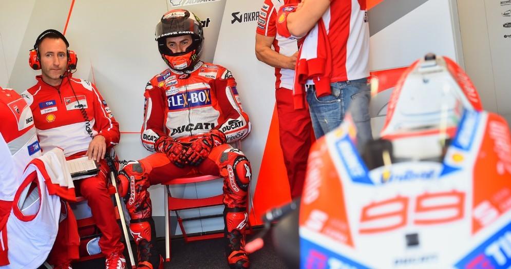 Jorge Lorenzo ai box Ducati