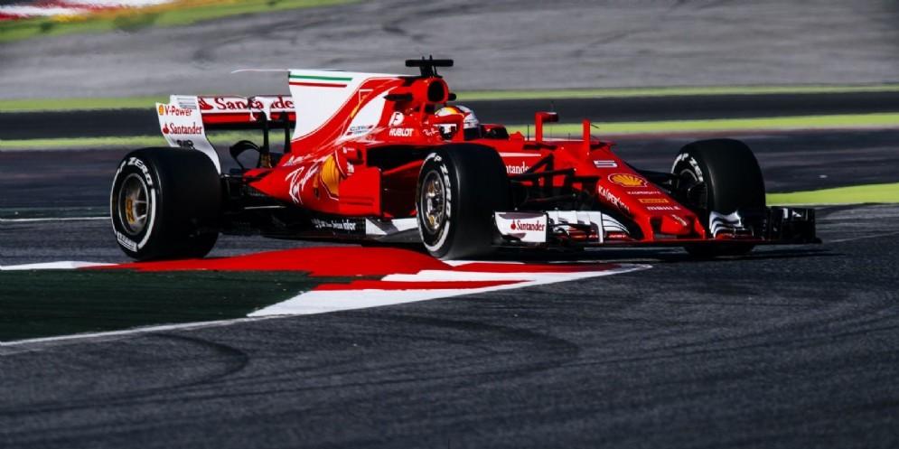 Sebastian Vettel in azione sulla nuova Ferrari SF70H nei test a Barcellona