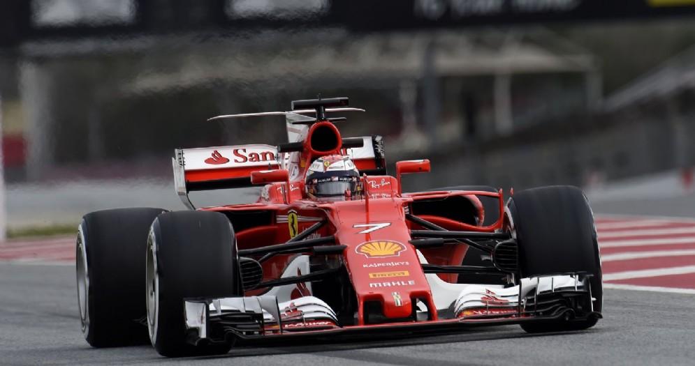 Kimi Raikkonen in azione sulla nuova Ferrari SF70H nei test a Barcellona