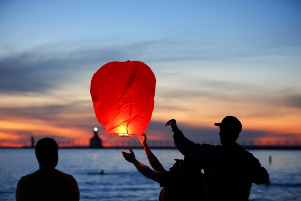 Lanterne cinesi volanti a rischio amianto
