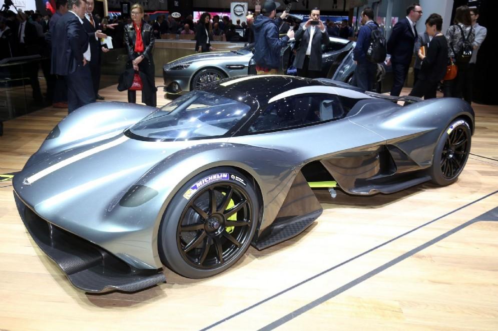 La Aston Martin Valkyrie sviluppata con la Red Bull a Ginevra