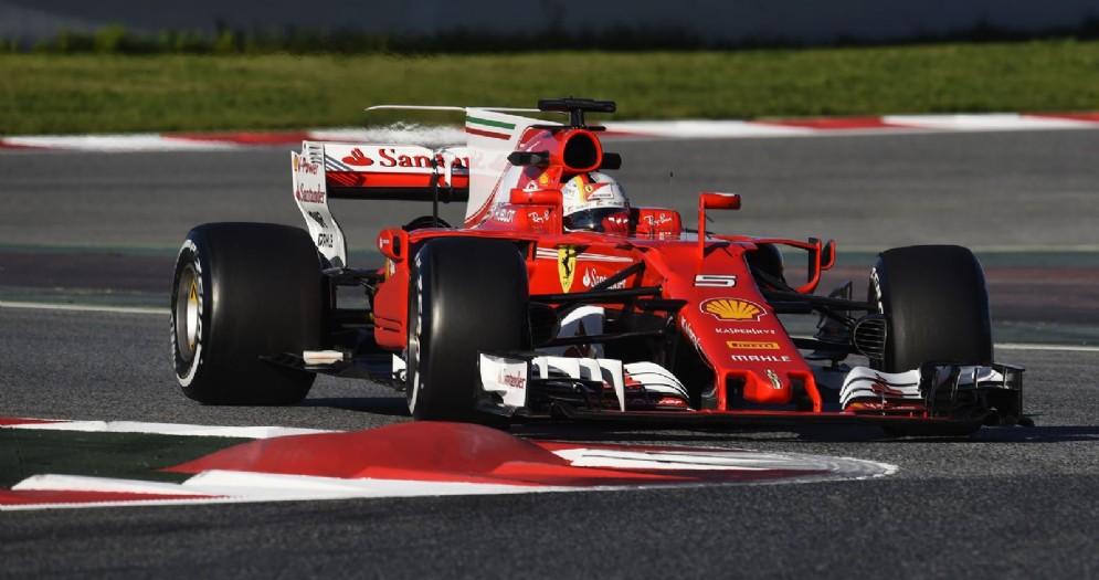 Sebastian Vettel in azione sulla sua SF70H nei test di Barcellona