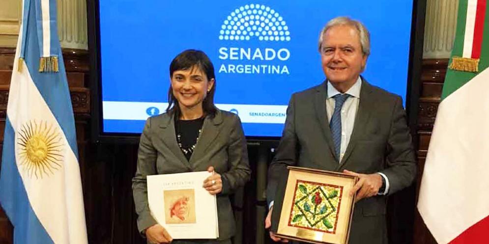 Debora Serracchiani durante la sua visita in Argentina