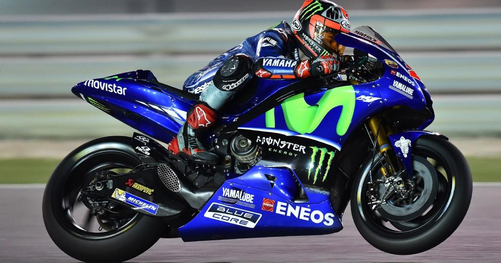 Maverick Vinales in azione sulla Yamaha nei test di Losail