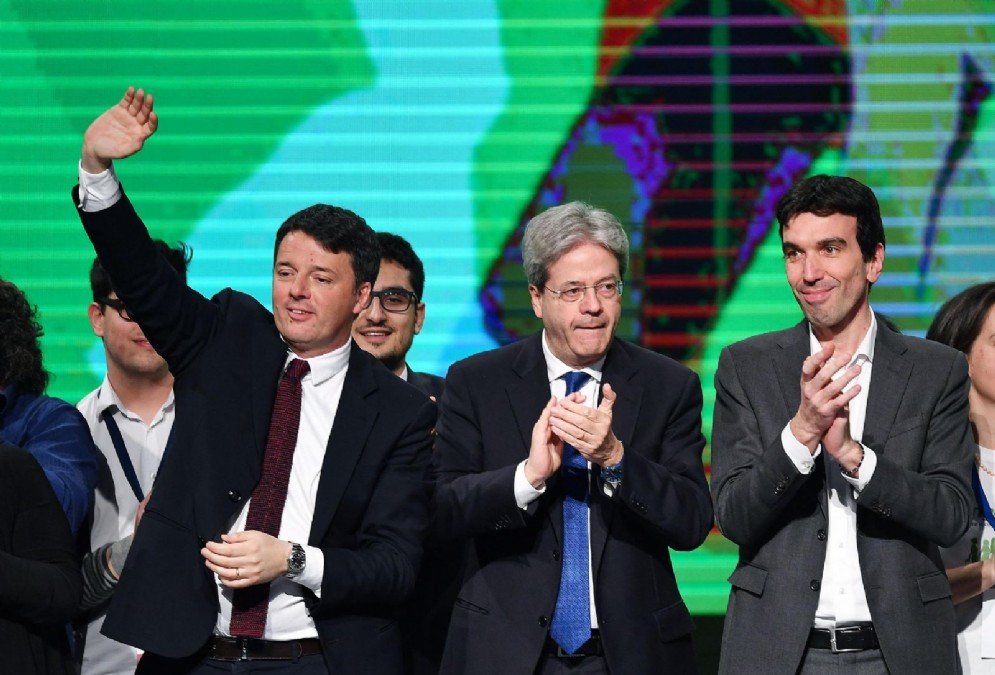 Matteo Renzi con il premier Paolo Gentiloni e il ministro dell'Agricoltura Maurizio Martina a Torino per Lingotto '17