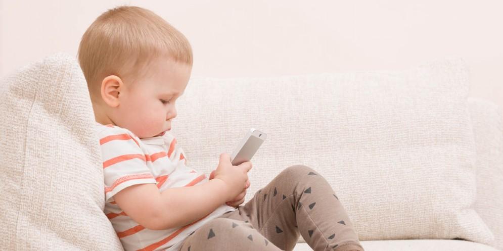 Uso delle tecnologie digitali in età precoce: convegno