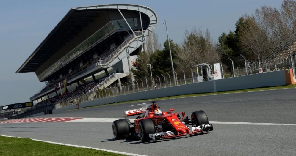 Sebastian Vettel in azione sulla sua SF70H nei test a Barcellona