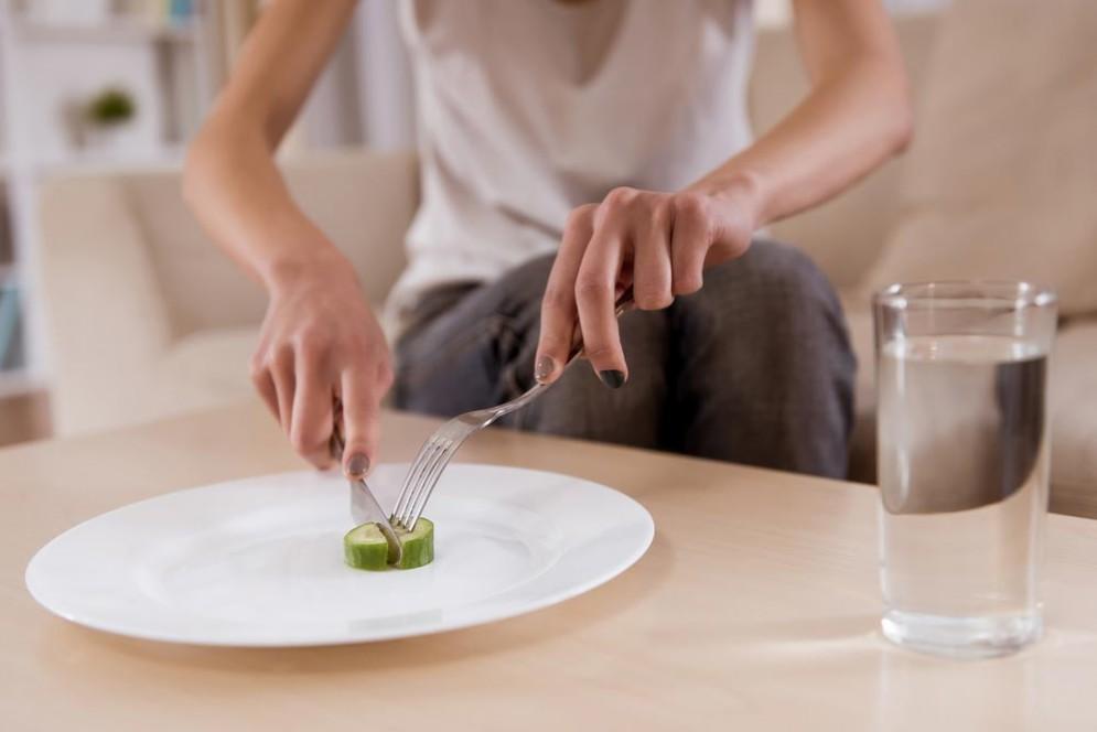 Giornata del Fiocco Lilla, molti italiani non conoscono i disturbi del comportamento alimentare