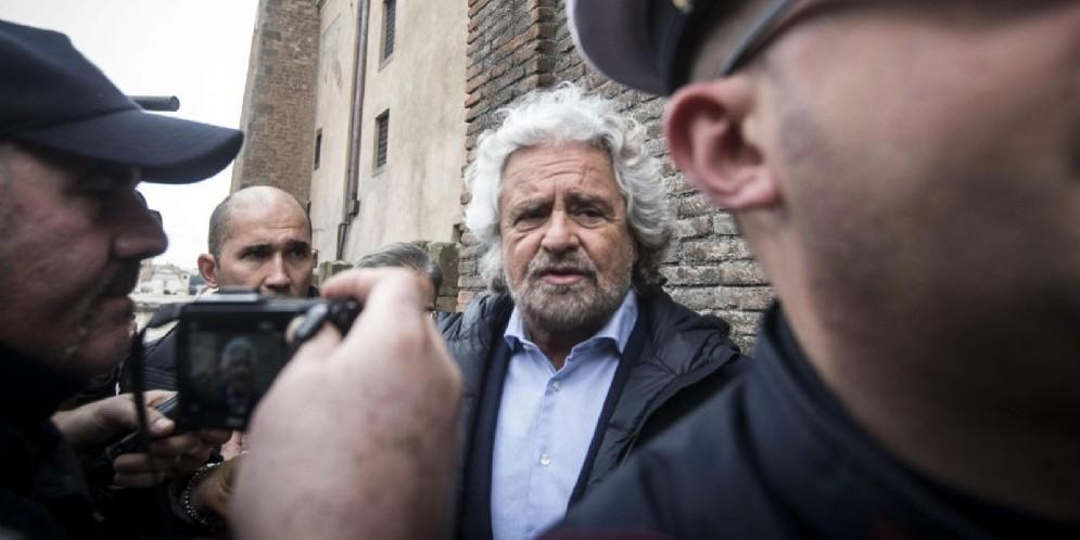 Il leader del Movimento 5 stelle, Beppe Grillo, querelato dal Partito democratico per un post sul suo blog