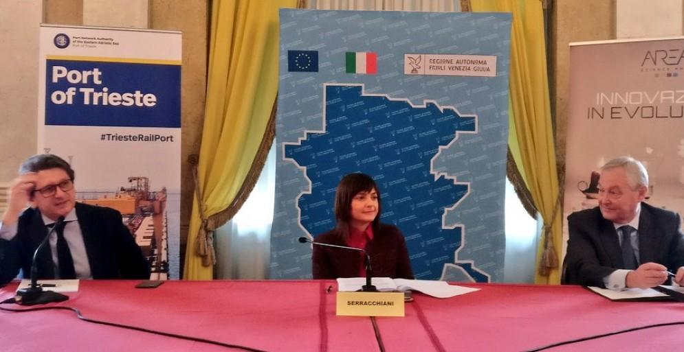 La presidente Serracchiani durante la firma dell'accordo