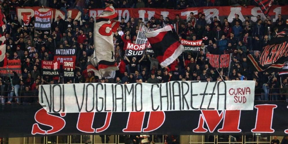 La curva del Milan chiede chiarezza alla società