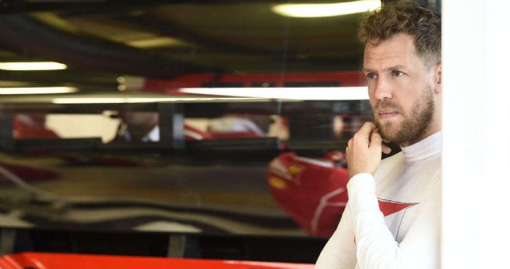 Sebastian Vettel al box in Australia