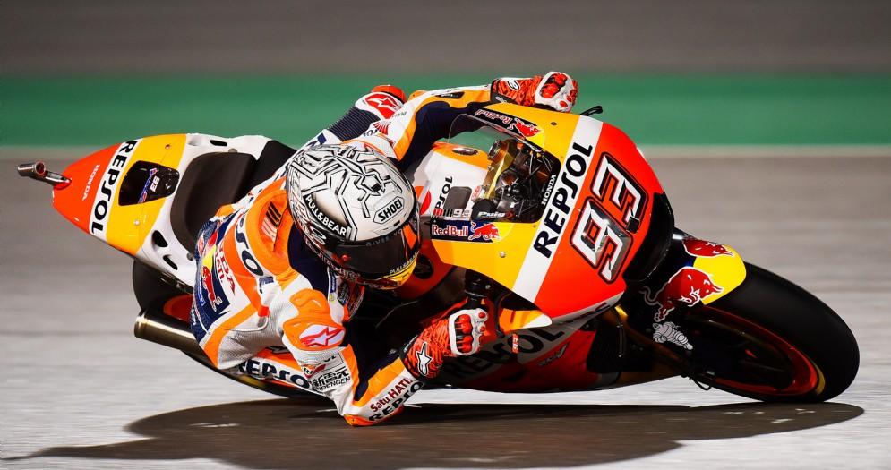 Marc Marquez in azione sulla sua Honda nelle prove libere di Losail