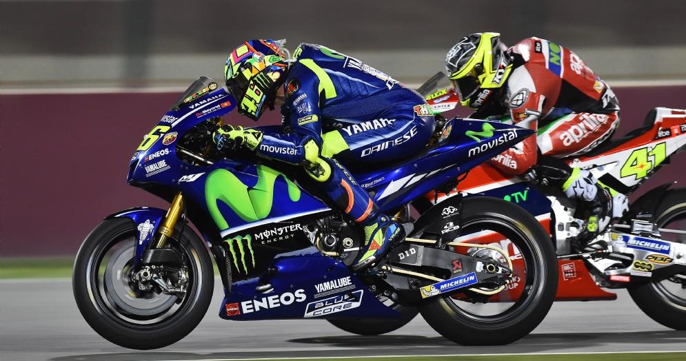 Valentino Rossi in azione sulla Yamaha nelle prove libere di Losail