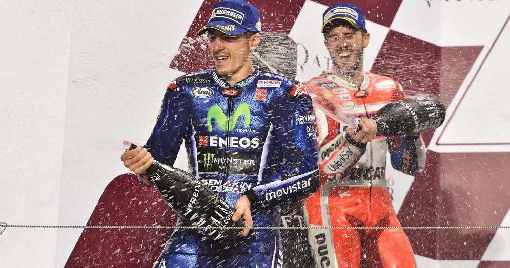 Maverick Vinales e Andrea Dovizioso sul podio di Losail