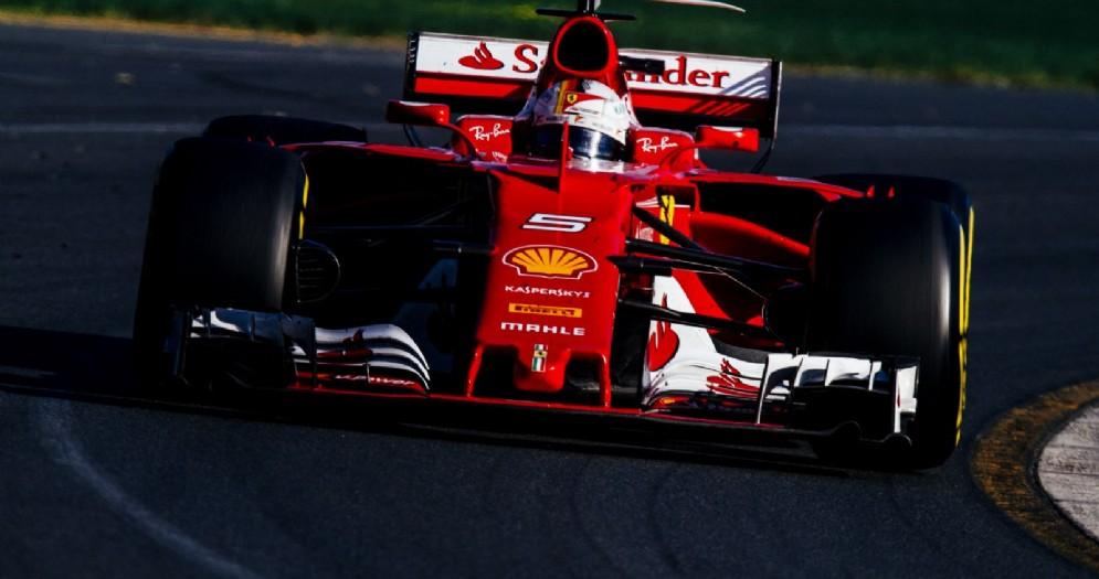La Ferrari SF70H di Sebastian Vettel in azione in Australia