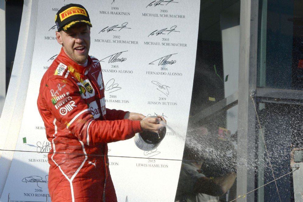 Vettel sul gradino più alto del podio di Melbourne