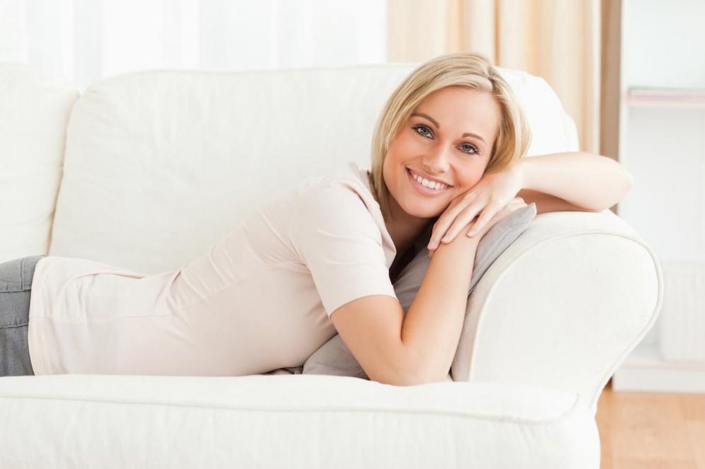 Collaudare divani, un lavoro che piacerebbe a molti