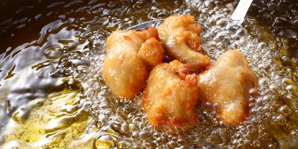 Coppia condannata per molestie da fritto - Aspira odori cucina ...