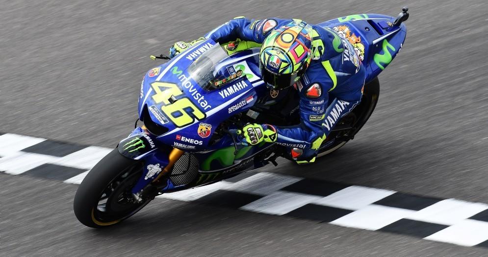 Valentino Rossi taglia il traguardo in Argentina sulla sua Yamaha