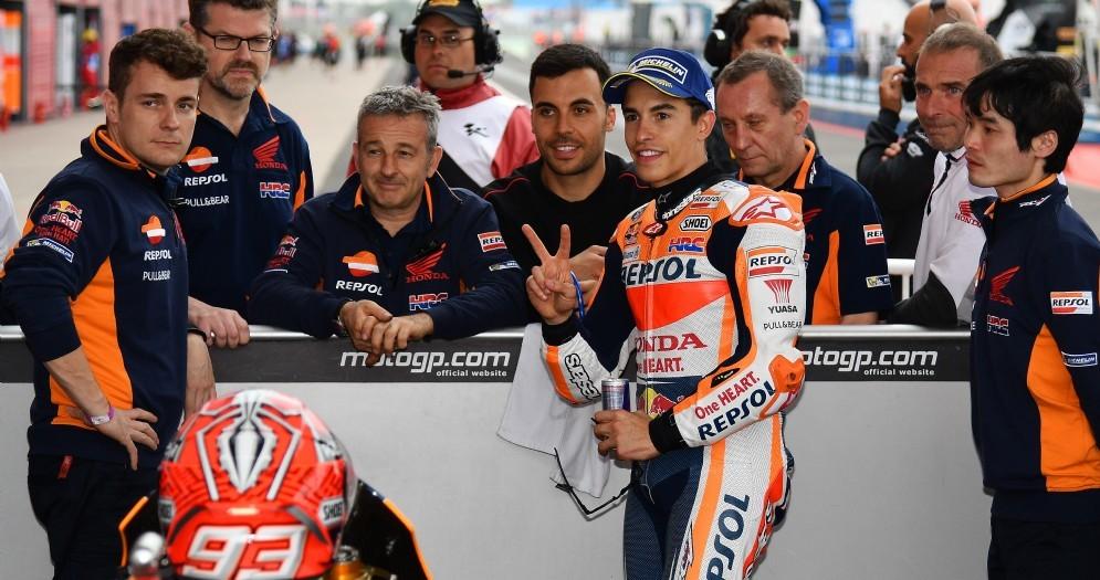 Marc Marquez festeggia la pole position in Argentina