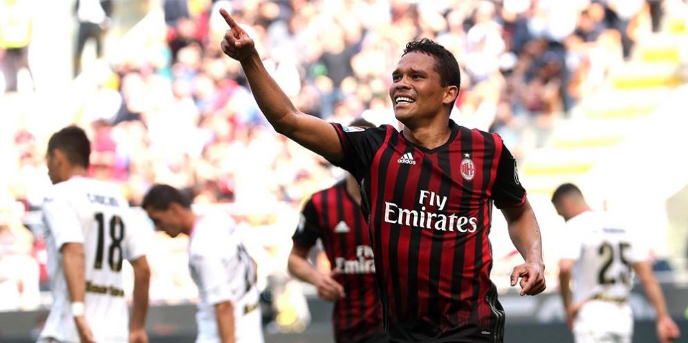 La gioia di Carlos Bacca dopo il gol segnato al Palermo