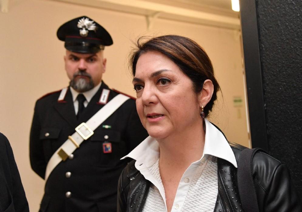 Marika Cassimatis ha tutto il diritto di correre per la poltrona di sindaco di Genova con i colori del Movimento 5 stelle. Lo ha sentenziato il tribunale civile di Genova, che ha accolto il ricorso d'urgenza della vincitrice delle comunarie del M5s