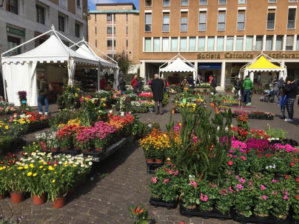 """""""Pasqua in città. Udine in fiore"""", la manifestazione dedicata alle piante e alle uova pasquali"""