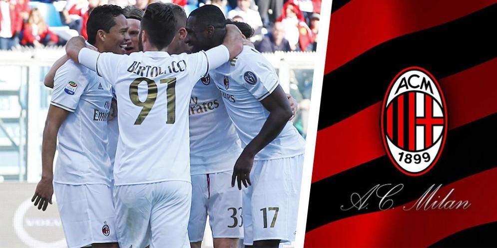 I calciatori del Milan con la divisa bianca