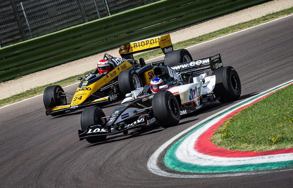 Le Minardi del 1986 e del 2005 si sfidano in pista